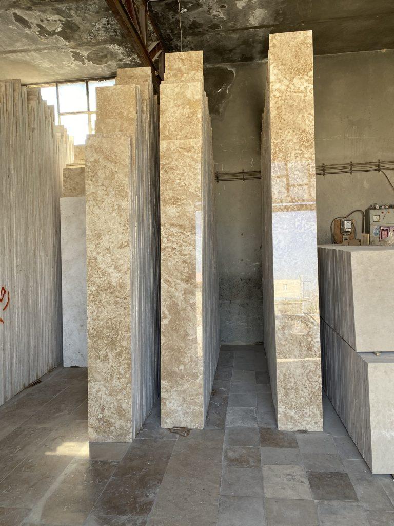 فراوری سنگ تایل (۴٠ طولی ) تراورتن اتشکوه و حاجی آباد