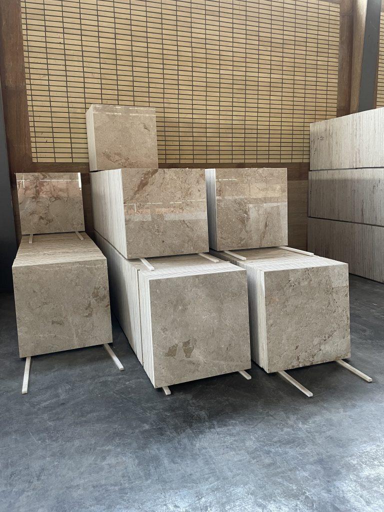 تولید انواع سنگ های ساختمانی در سایز های اسلب و تایل